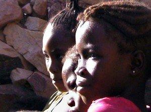 Gabon:la jeunesses toujours sur répondeur des autorités de la république .pas de travail,pas de logement,pas de .......toujours rien.vraiment! dans politique jeunes-filles-300x222